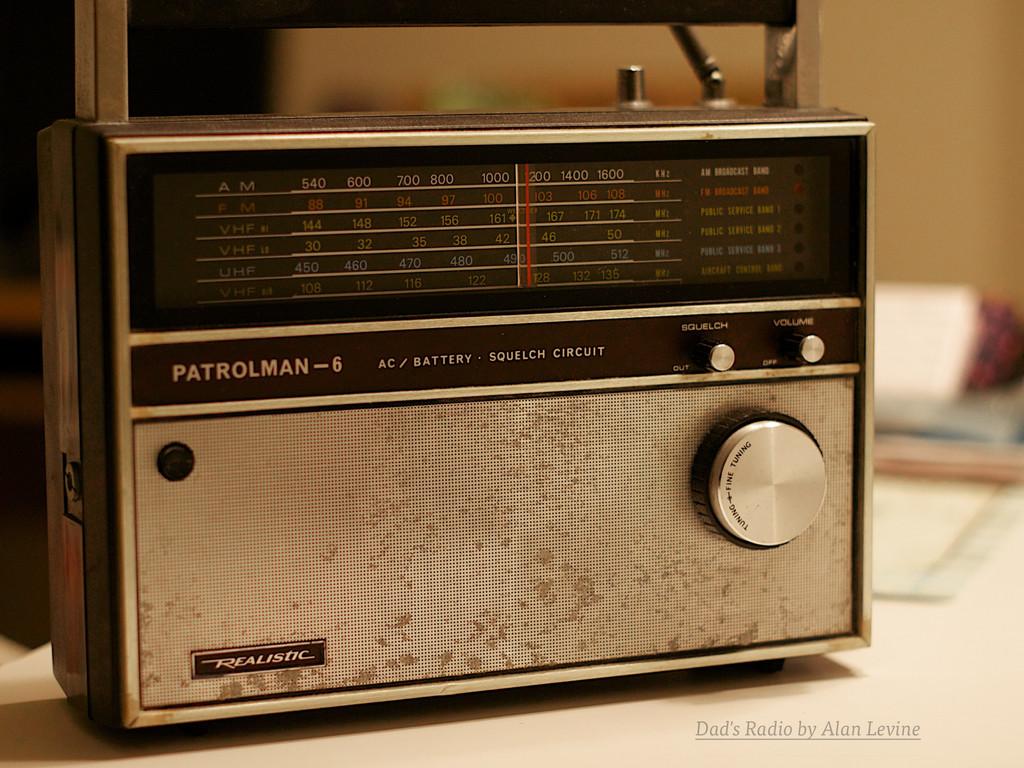 Dad's Radio by Alan Levine
