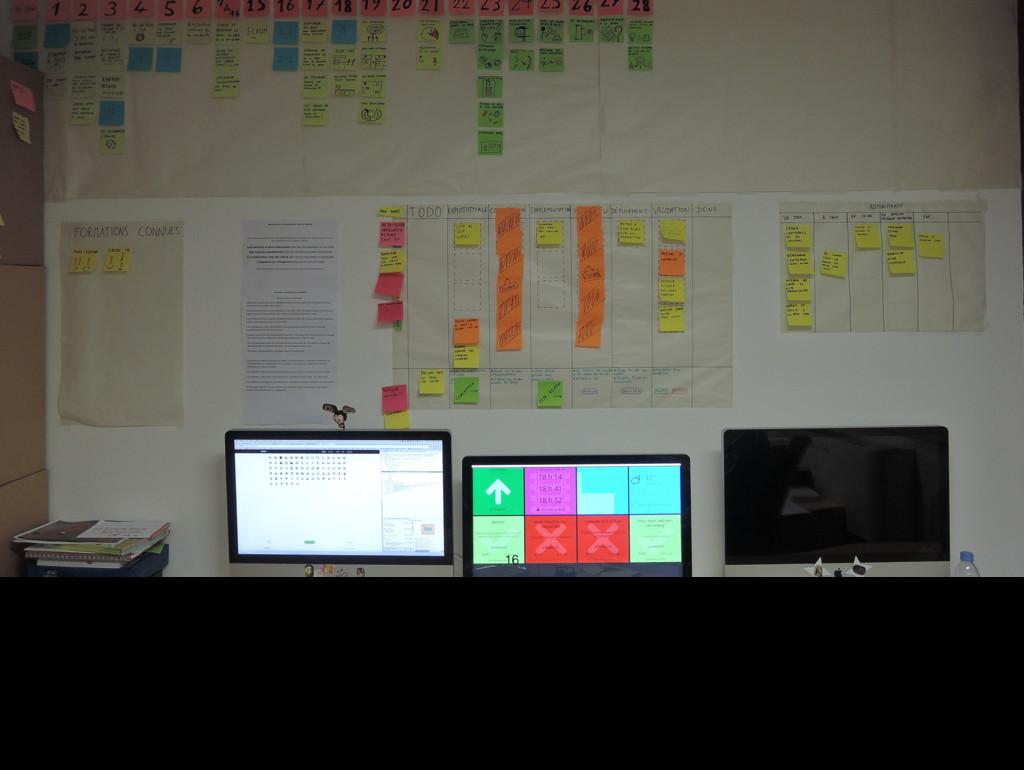 16 Voici l'un des murs de notre bureau. Il est ...