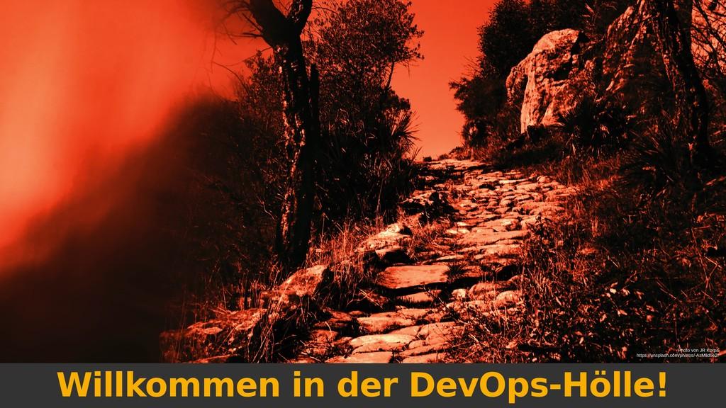 Willkommen in der DevOps-Hölle! Photo von JR Ko...
