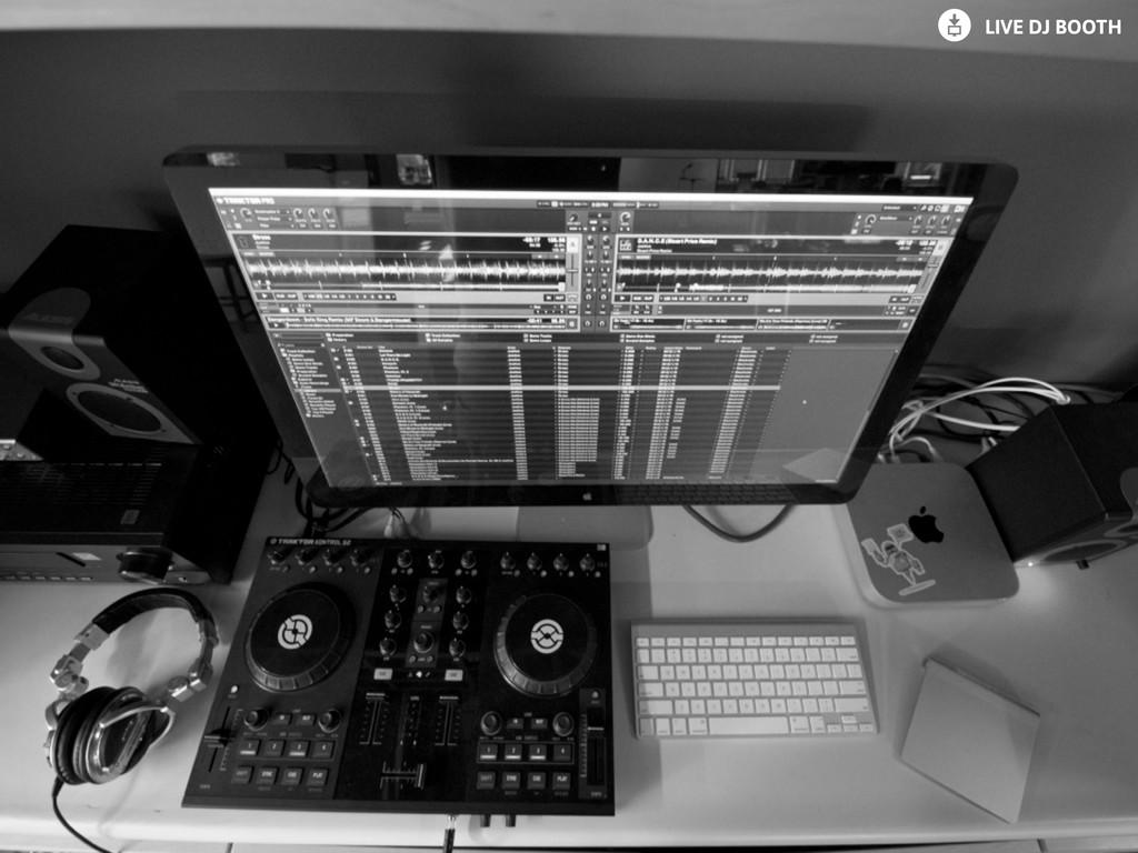 ~ LIVE DJ BOOTH