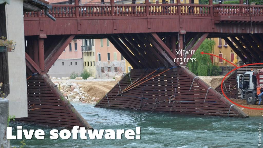 Live software! Photo by Rafael Dohms Software e...