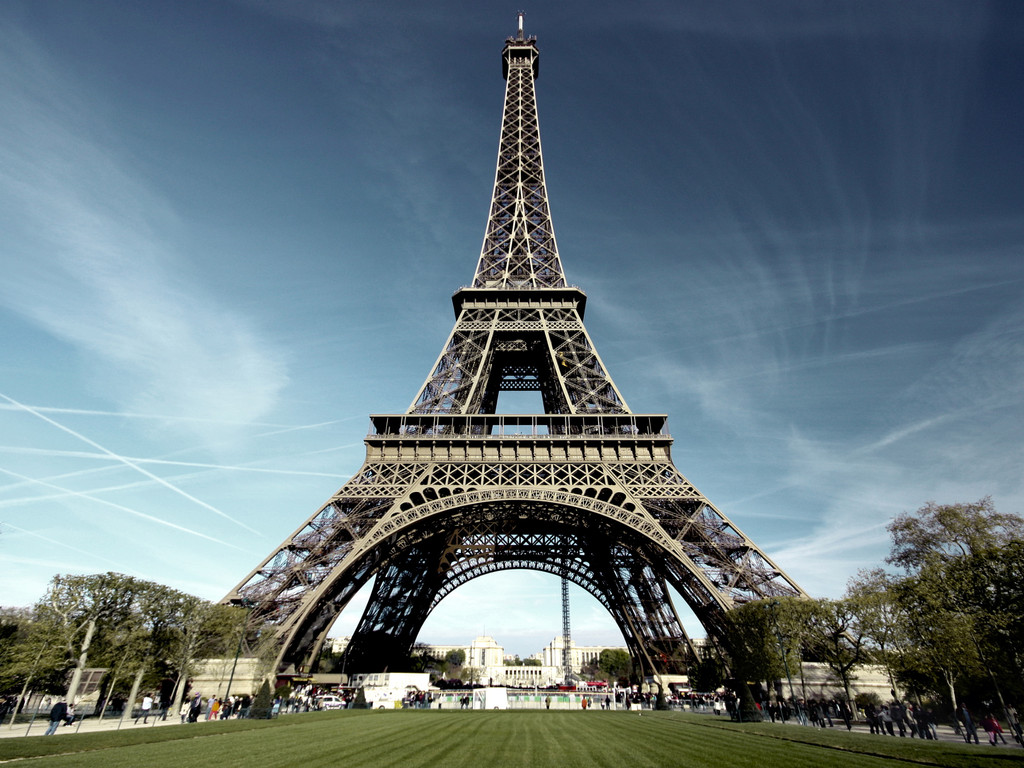 http://www.mrwallpaper.com/paris-eiffel-tower-w...