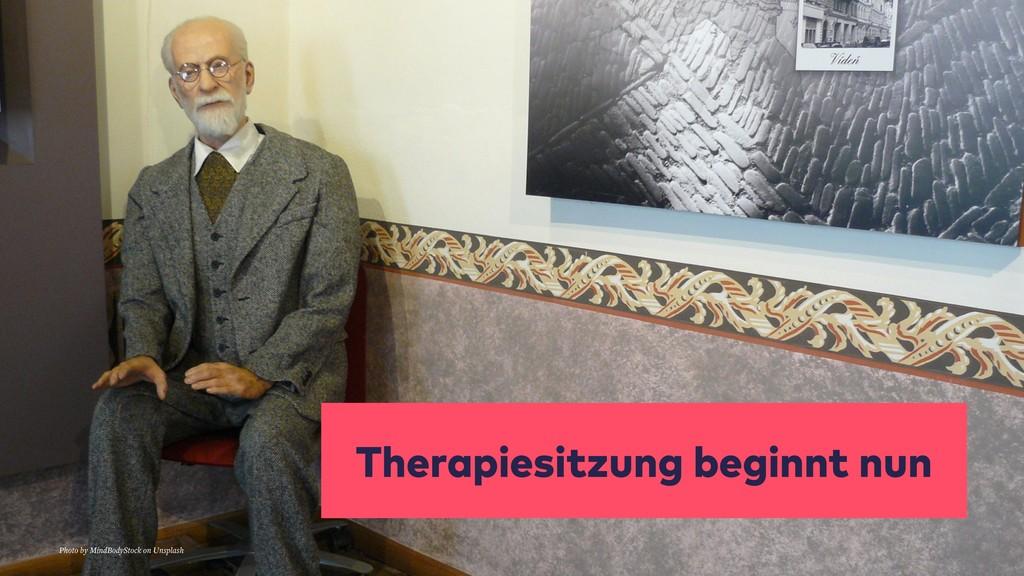 Therapiesitzung beginnt nun Photo by MindBodySt...