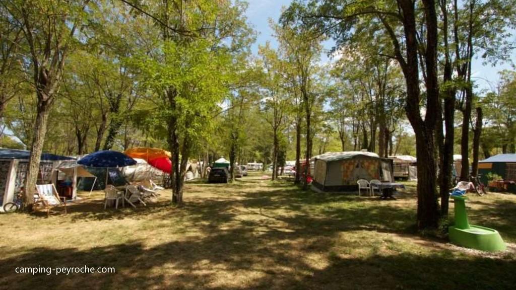 camping-peyroche.com